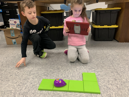 1st graders with coding mice